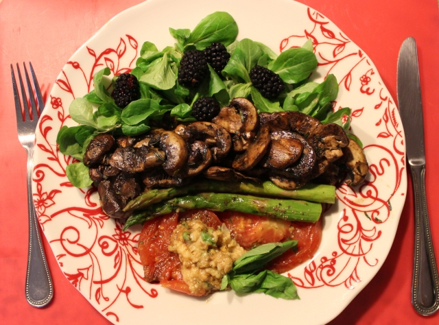 Mache with Blackberries, Tarragon marinated mushrooms, roasted asparagus, heriloom tomatoes and chunky hummus with basil